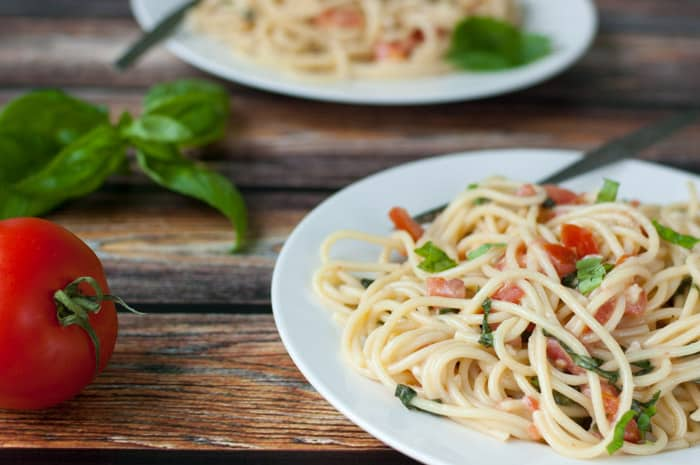 A delicious brie recipe! Spaghetti With Brie, Tomato, and Basil - thekitchensnob.com #recipe #pasta #brie