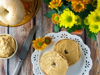 Pumpkin Cream Cheese Spread - tastes exactly like pumpkin pie! A great easy ready to eat breakfast recipe for busy holidays