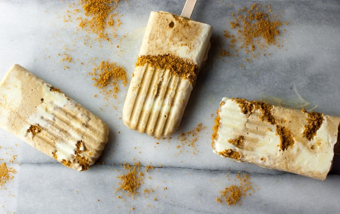 Pumpkin Pie Ice Cream Pops with Whipped Cream & Gingersnap Swirl - creamy and delicious!